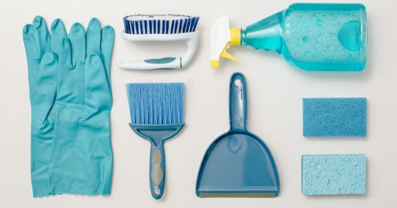 cleaning-blue-knolling-flatlay_4460x4460